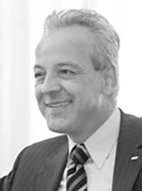 Peter M. Endres, Vorstandsvorsitzender der Karstadt Quelle Versicherungen.